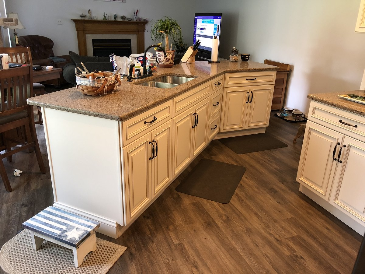 Newark Kitchen Cabinets Adds Touch Of Elegance   Holcomb ...